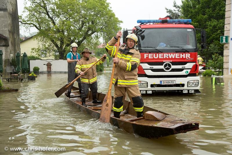 Hochwasser aufgrund Starkregens im Zentralraum Salzburg, 2013-06-02; Foto: Chris Hofer; Bild zeigt: Oberndorf, im Bereich Stille-Nacht-Kapelle